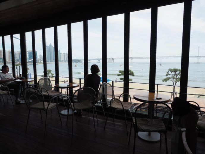 広安里の海沿いのカフェ
