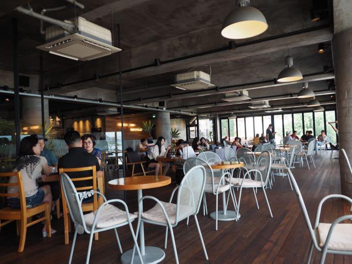 広安里の海が見えるカフェ