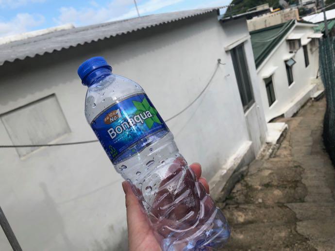 PETボトルで水分補給