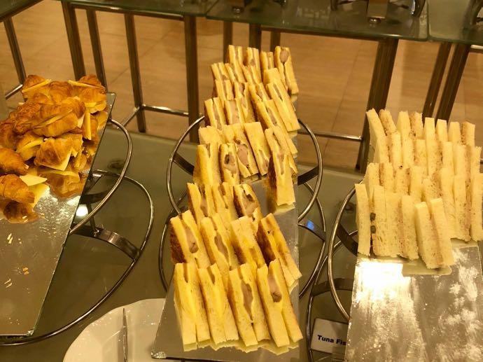 プライオリティパスで無料 ダッカ国際空港 BALAKA EXECUTIVE LOUNGのサンドイッチ