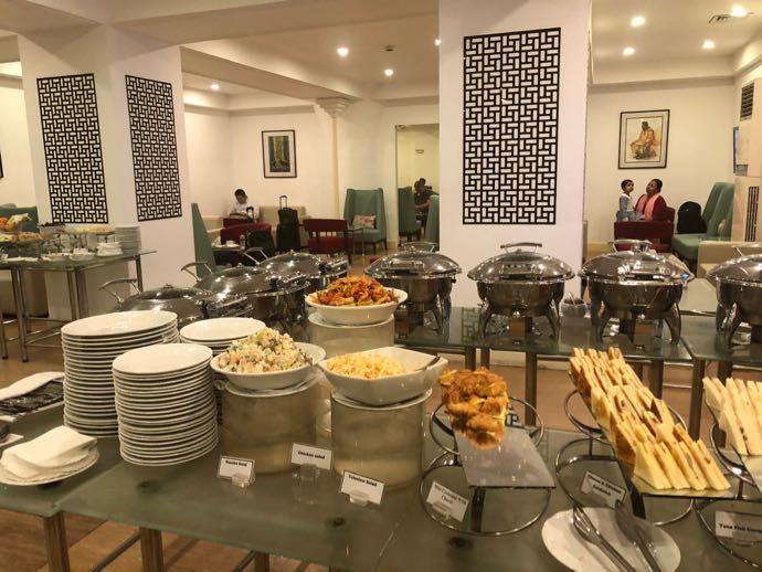 プライオリティパスで無料 ダッカ国際空港 BALAKA EXECUTIVE LOUNGの軽食スペース