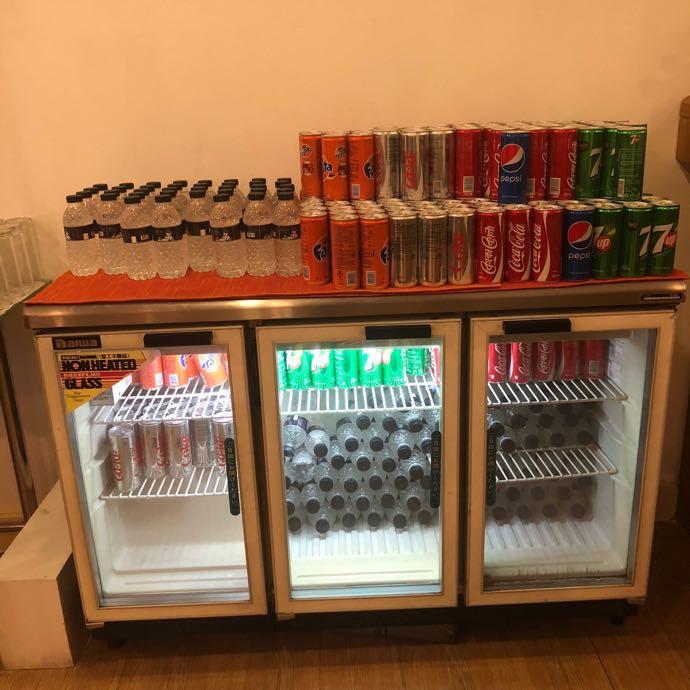 プライオリティパスで無料 ダッカ国際空港 BALAKA EXECUTIVE LOUNGのソフトドリンク冷蔵庫