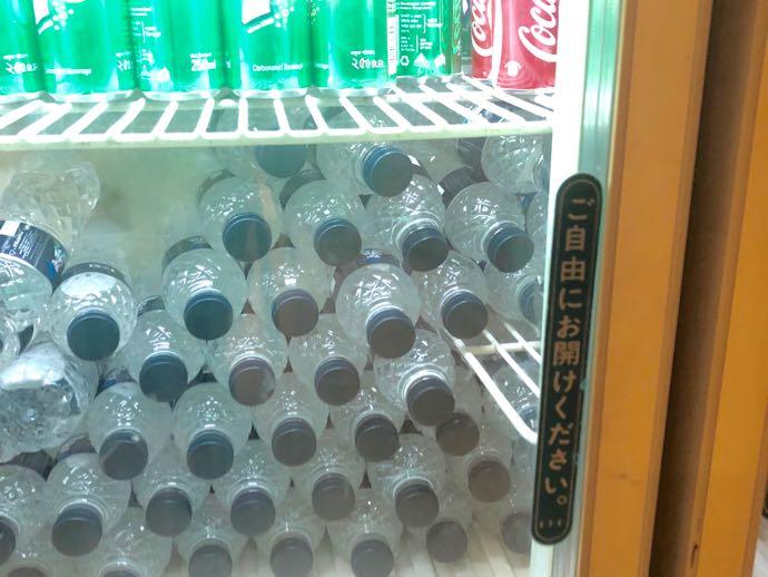 プライオリティパスで無料 ダッカ国際空港 BALAKA EXECUTIVE LOUNGの日本語冷蔵庫