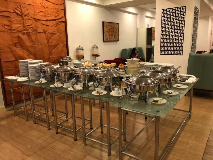 プライオリティパスで無料 ダッカ国際空港 BALAKA EXECUTIVE LOUNGは軽食が充実