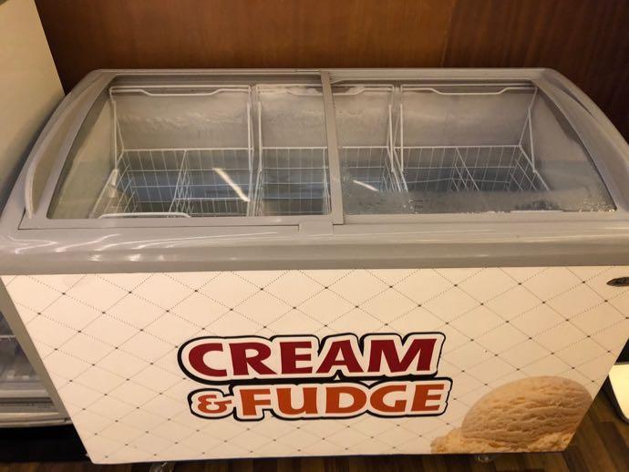 ダッカ・ハズラット・シャージャラル国際空港 DAC SKY LOUNGE プライオリティパスで無料 アイスクリームケースはから