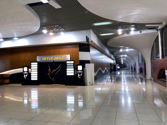 ダッカ・ハズラット・シャージャラル国際空港 DAC SKY LOUNGE プライオリティパスで無料 2階はラウンジ専用