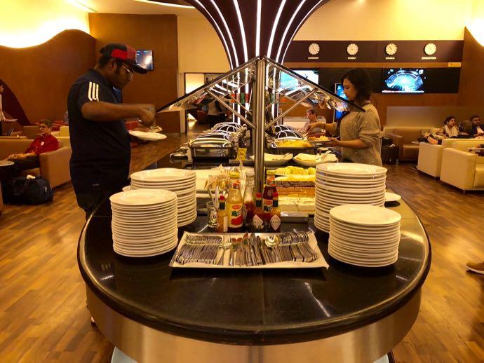 ダッカ・ハズラット・シャージャラル国際空港 DAC SKY LOUNGE プライオリティパスで無料 軽食コーナー