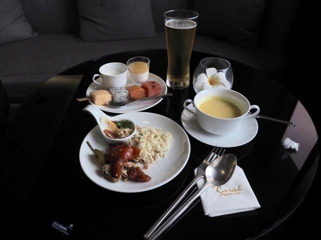 バンコク・ドンムアン国際空港 THE CORAL EXECUTIVE LOUNGE プライオリティパスで無料 食べたもの