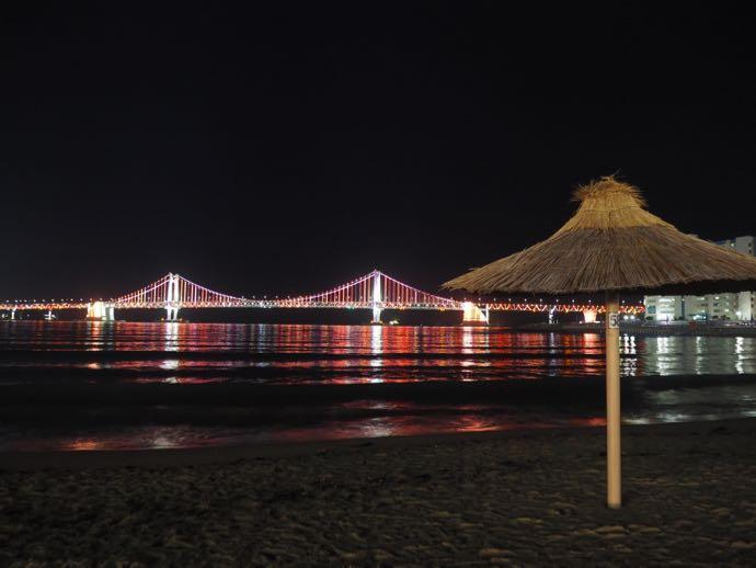 ライトアップされた広安大橋