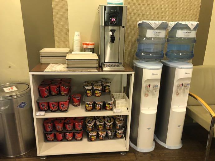 釜山 金海国際空港 KAL LOUNGE おすすめ プライオリティパスで無料 軽食