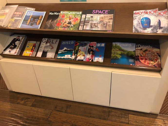 釜山 金海国際空港 KAL LOUNGE おすすめ プライオリティパスで無料 雑誌コーナー
