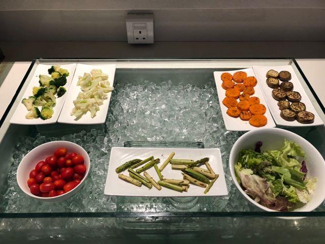 MINGALAR SKY LOUNGE ヤンゴン ミャンマー RGN ラウンジ プライオリティパス 生野菜