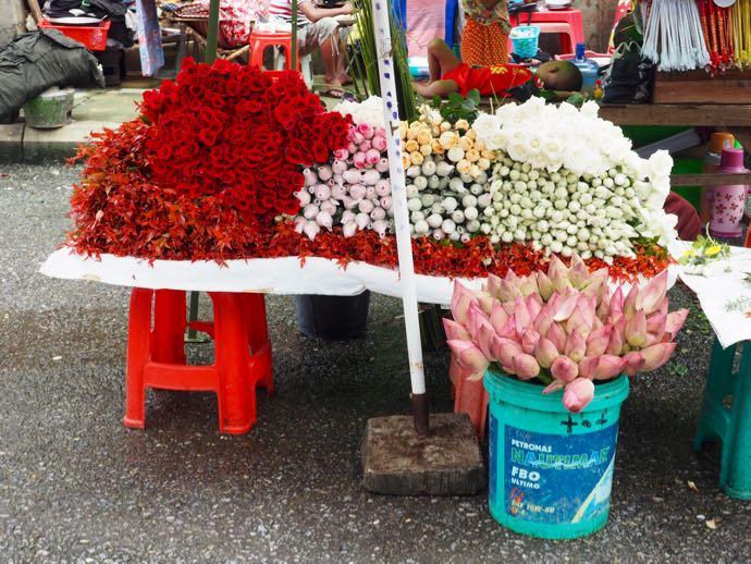 参拝用に販売にされるお花
