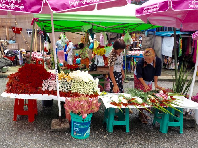 シュエダゴン・パゴダで販売されているお花