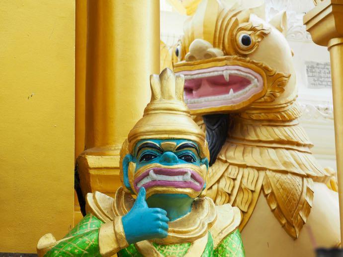 シュエダゴン・パゴダの青い顔の神様