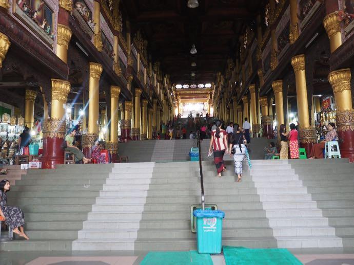 シュエダゴン・パゴダの階段