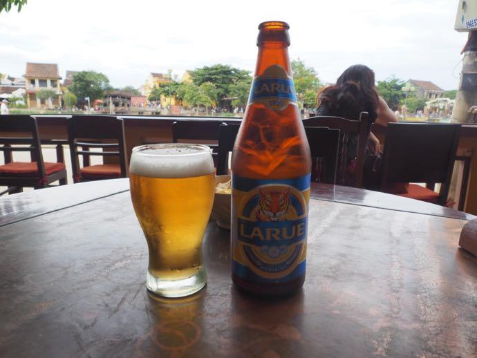 ハッピーアワーで頼んだLARUEビール