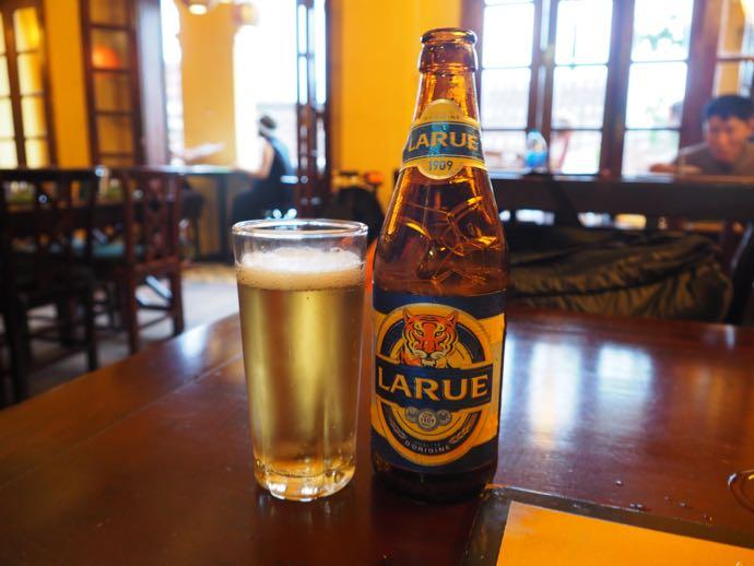 ホテルで提供されたLARUE瓶ビール