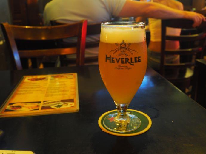 グラスに注がれたクラフトビール