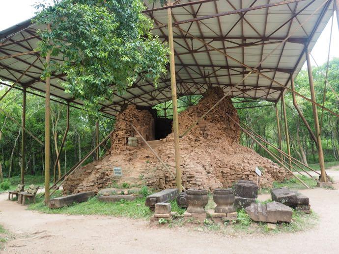 修復作業中の遺跡