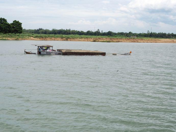 途中で沈みかけた船