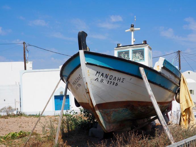陸にある船のオブジェ