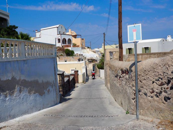 サントリーニ島の田舎道