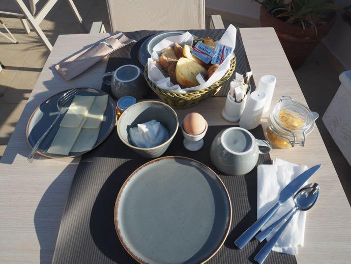 ホテルのギリシャ式朝食