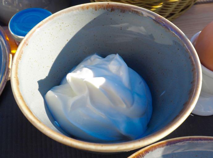 ホイップクリームのようなギリシャヨーグルト