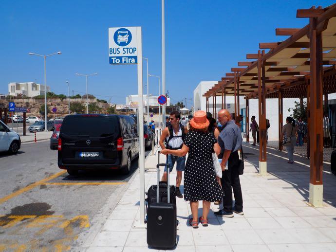 サントリーニ空港のバス停