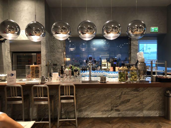 Comfort Lounge イスタンブール アタテュルク国際空港 プライオリティパスで無料 ラウンジ おすすめ カウンターキッチン