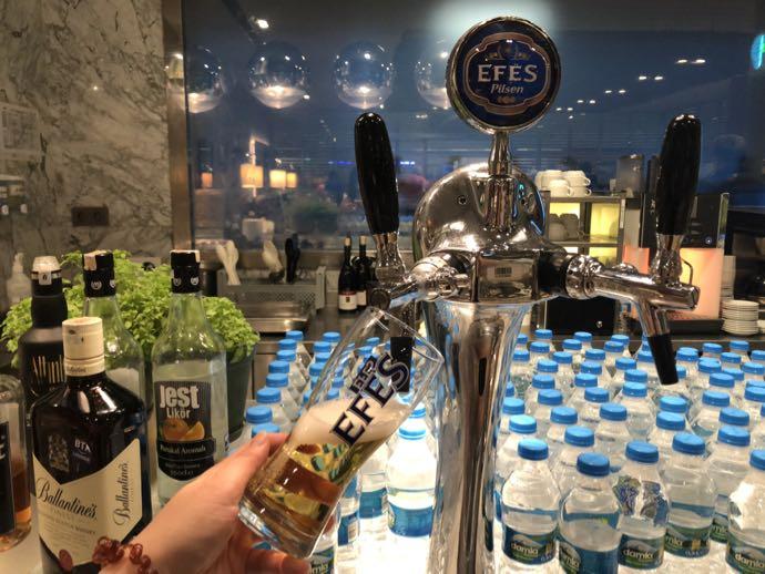 Comfort Lounge イスタンブール アタテュルク国際空港 プライオリティパスで無料 ラウンジ おすすめ EFES生ビール ドラフトビール