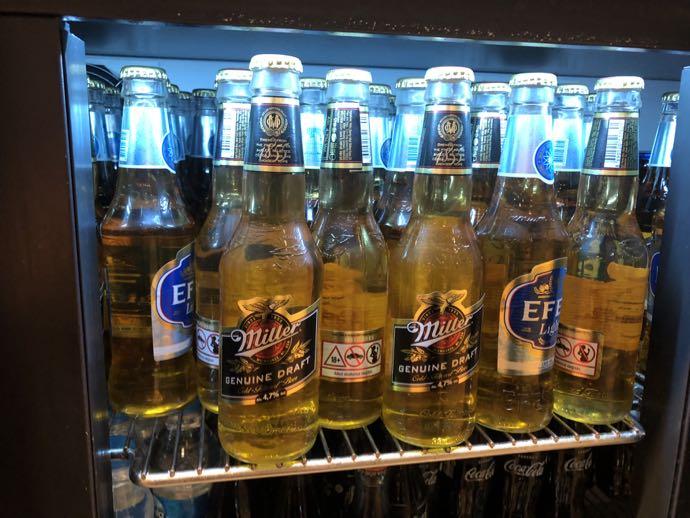 Comfort Lounge イスタンブール アタテュルク国際空港 プライオリティパスで無料 ラウンジ おすすめ 瓶ビールもあります