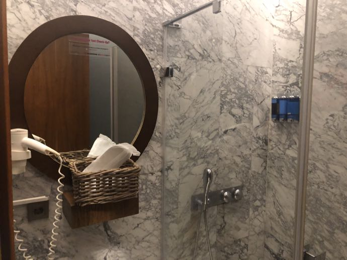 Comfort Lounge イスタンブール アタテュルク国際空港 プライオリティパスで無料 ラウンジ おすすめ シャワールーム 個室
