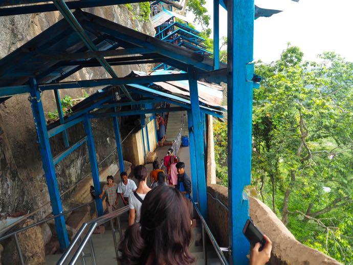 777段の階段