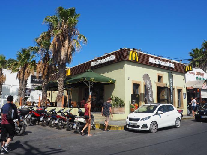 サントリーニ島のマクドナルド