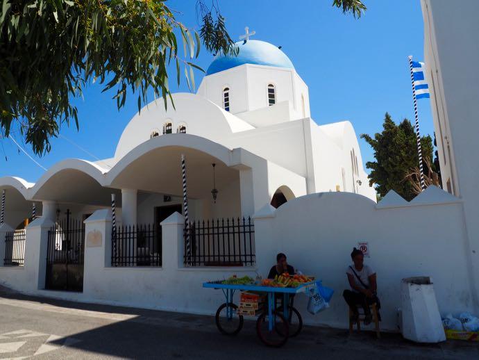 青いドームの教会