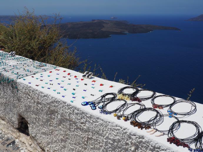 並べられて販売中のギリシャ土産たち