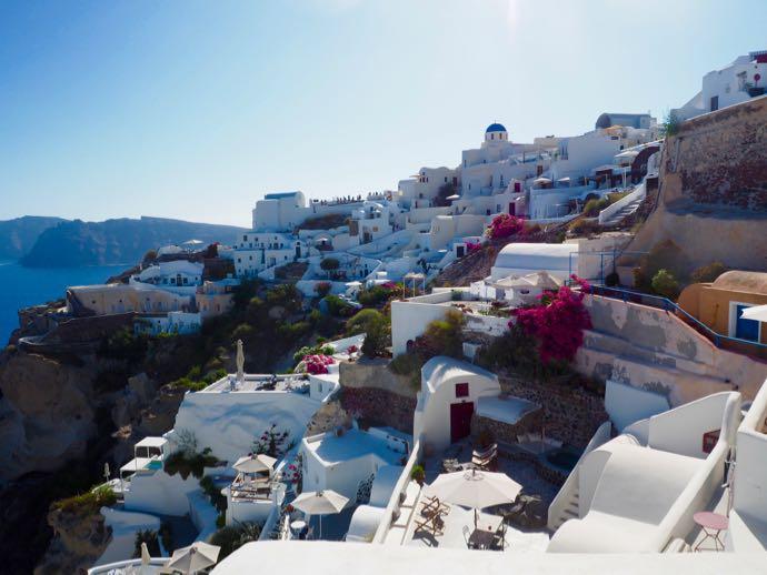 白い漆喰のイアの街並み