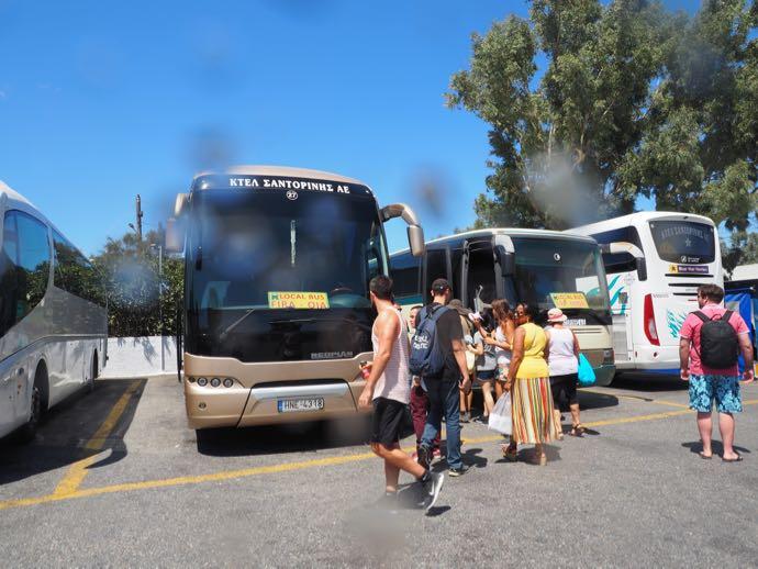 フィラバスターミナルに停車しているバス