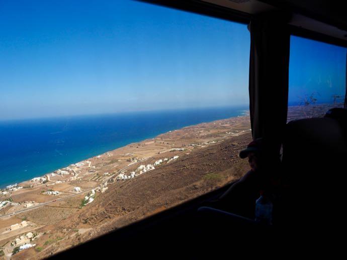 車窓から見えるエーゲ海