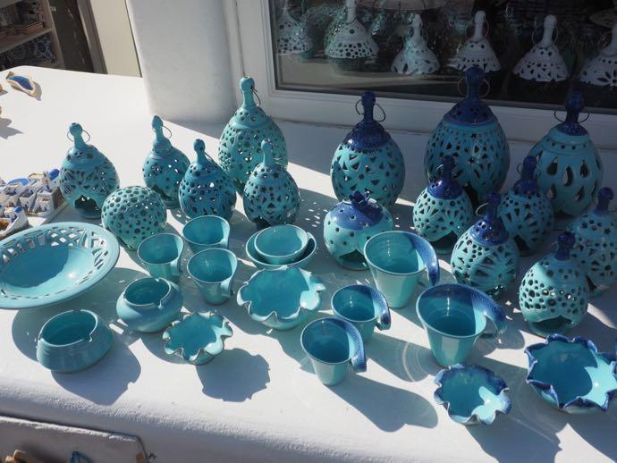 ブルーの陶器