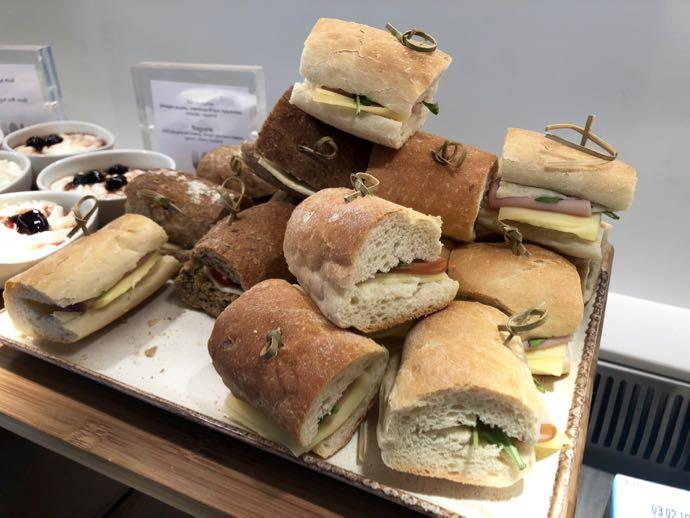アテネ国際空港 ATH プライオリティパス ラウンジ GOLDAIR HANDLING CIP LOUNGE サンドイッチ