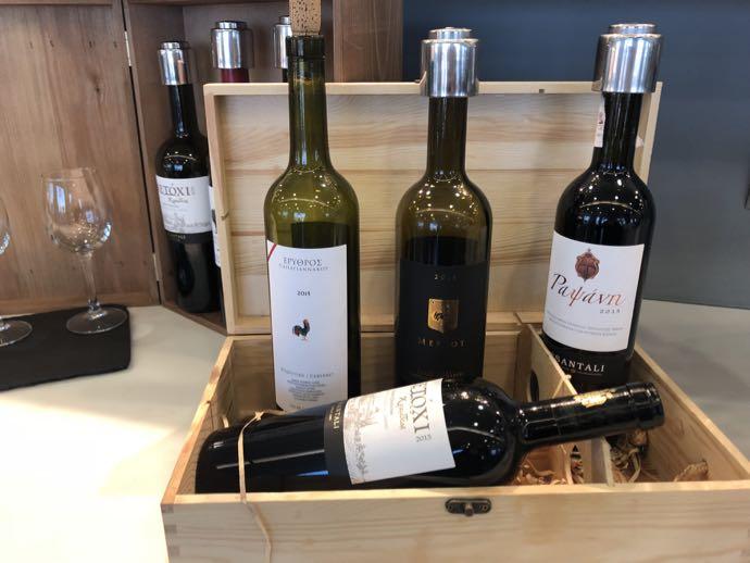 アテネ国際空港 ATH プライオリティパス ラウンジ GOLDAIR HANDLING CIP LOUNGE ワインたくさん