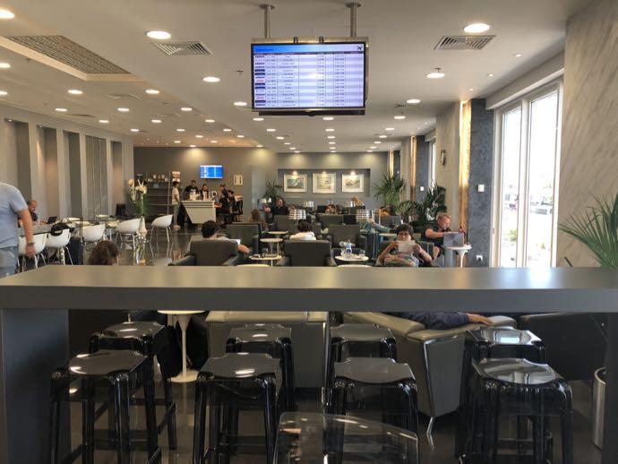アテネ国際空港 ATH プライオリティパス ラウンジ GOLDAIR HANDLING CIP LOUNGE 全体