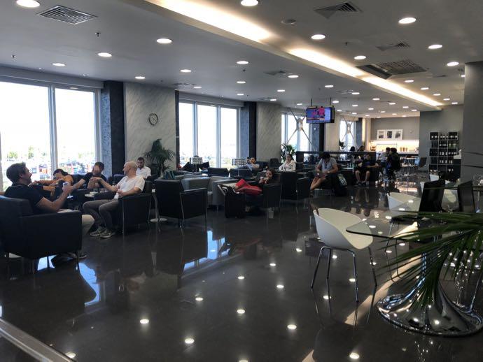 アテネ国際空港 ATH プライオリティパス ラウンジ GOLDAIR HANDLING CIP LOUNGE フロアの様子