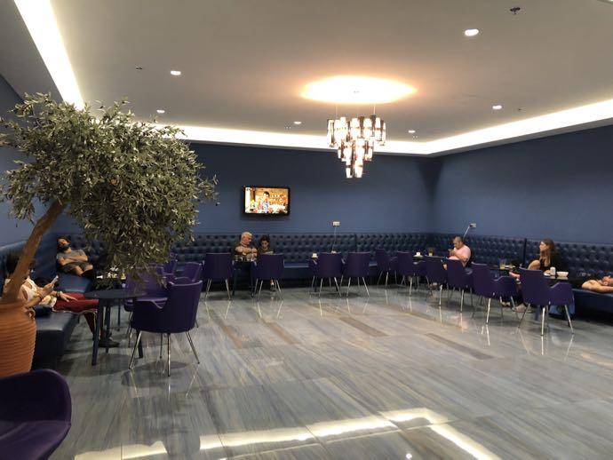 Skyserv Melina Merkouri Lounge ATH アテネ国際空港 ラウンジ プライオリティパスで無料 広いけれど