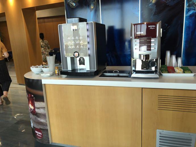 Skyserv Melina Merkouri Lounge ATH アテネ国際空港 ラウンジ プライオリティパスで無料 コーヒーマシン