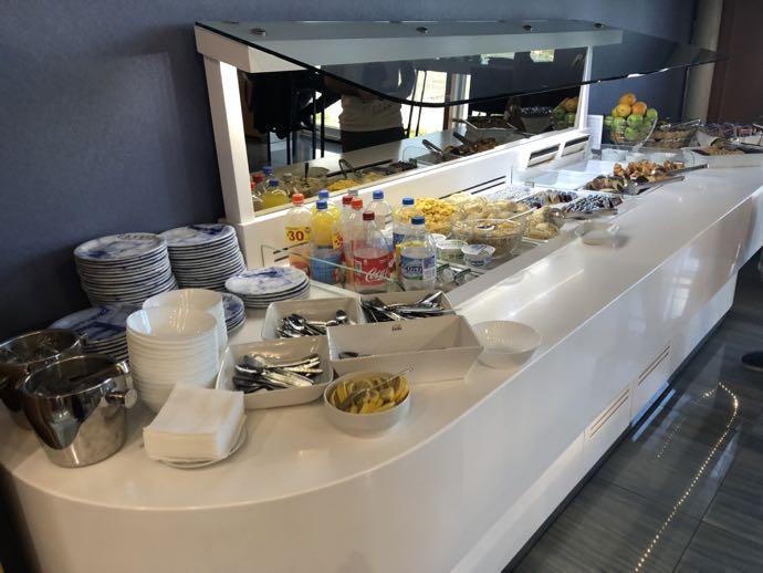 Skyserv Melina Merkouri Lounge ATH アテネ国際空港 ラウンジ プライオリティパスで無料 軽食コーナー
