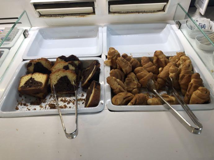 Skyserv Melina Merkouri Lounge ATH アテネ国際空港 ラウンジ プライオリティパスで無料 パン